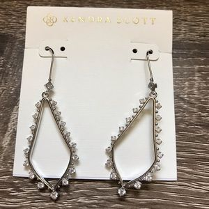 NWOT Kendra Scott Bea Drop In Silver
